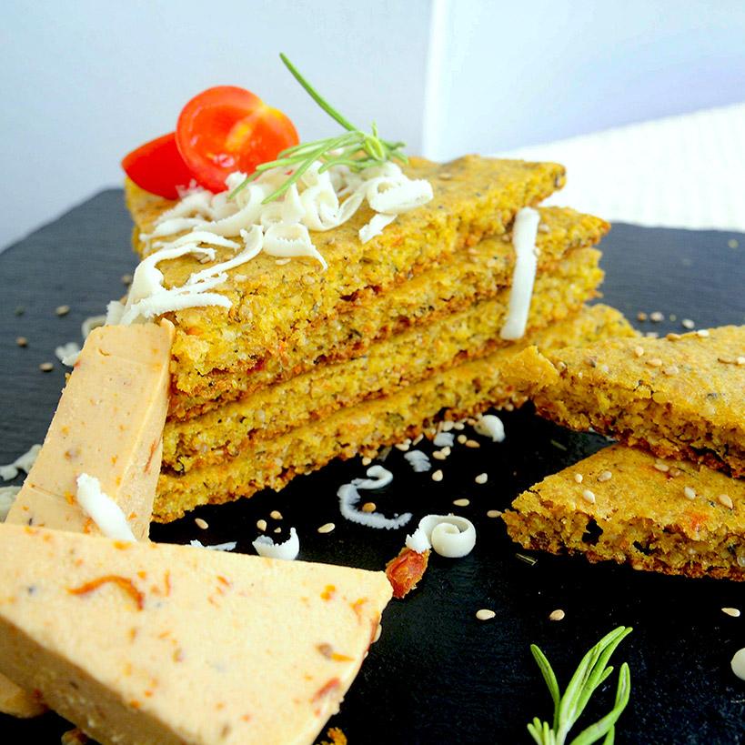 Солен безглутенов кекс с розмарин и Delishu сушен домат