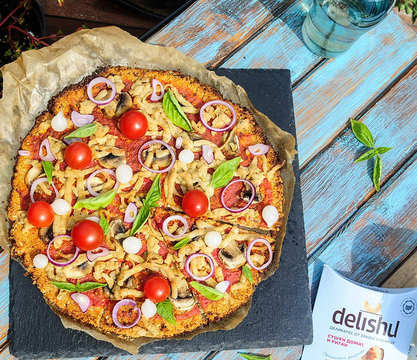 Пица с блат от карфиол и Delishu сушен домат