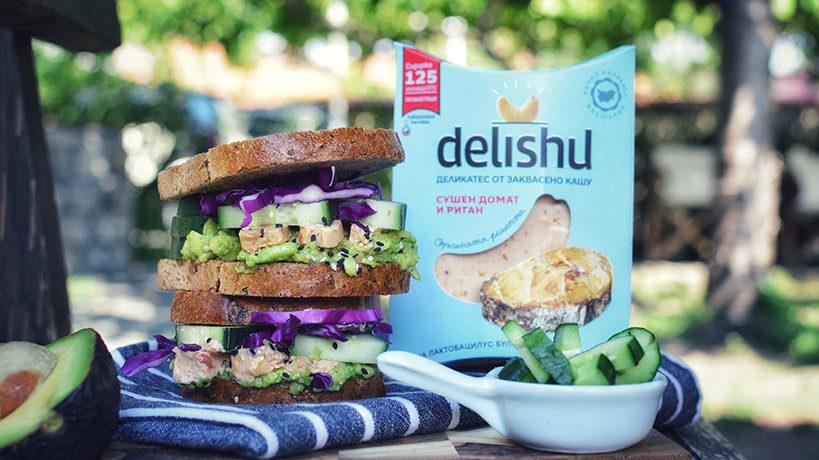 Сандвич с Delishu Сушен домат и риган