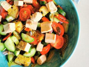Салата Панцанела със семена и Delishu сушен домат и риган